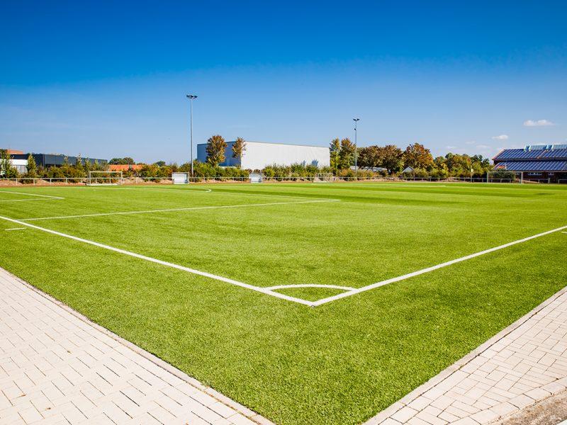 Bild mit Link zum Thema Sportplatzbau